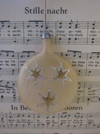 Oude kerstbal: bijzonder plat kerstornament met transparante sterren