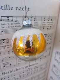 Oude/antieke kerstbal: besuikerd
