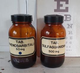 Set van 2 stuks tablettenpotten met bakelieten doppen. TAB. PHENOBARBITALI/SULFANILAMIDI