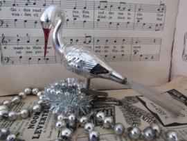 Oude/antieke kerstbal: OOIEVAAR op clip. In mooi reliëf (U)
