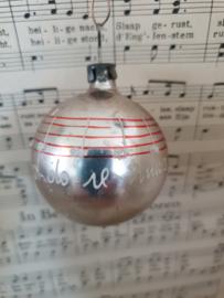 Oude/antieke kerstbal: deco DO-RE-MI en notenbalkjes
