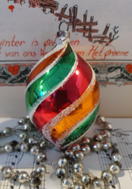 Prachtig oudje in klassieke kerstkleuren. Besuikerd