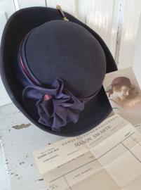 Ladies Boudoir ... Oud dameshoedje + hoedenspeld + postkaart 1927 + faktuur MAISON SWARTE uit 1921
