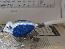 Oude/antieke kerstbal: Vogeltje op clip. Blauw besuikerd