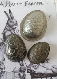 Set van 3 oude chocolademallen met verschillend reliëf - H