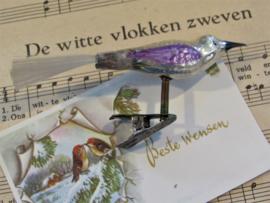 Antieke kerstbal: Klein Vogeltje op clip. Deco lila. Staart van glasvezel