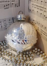 Oude kerstbal groot G.D.R. Met deco besuikerd/glitter. Dennentak met kaars