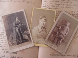 Set van 3 CDV's - Cartes de Visite - uit ca. 1900. - 2