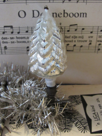 Oude/antieke kerstbal: Kerstboom op knijper. Witte deco