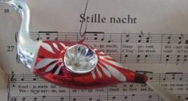 Antieke kerstbal: Grote Zwaan, hangend aan glazen oogje met deukjes aan weerszijden. (K)