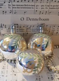 Set van 3 oude/antieke kerstballen met deco glitter en dennentakjes