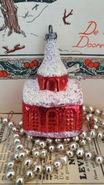 Oude/antieke kerstbal: Kerkje in rood. Besuikerd