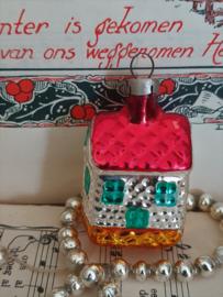 Oude kerstbal: Schattig huisje, rondom deurtjes en ramen