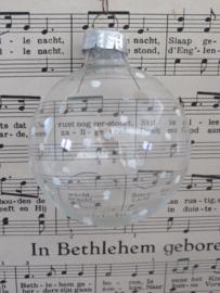 Oude/antieke kerstbal: Transparant met witte stippen. G.D.R.