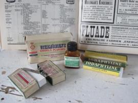 4-delige set oude/antieke Apothekersverpakkingen -en flesjes. o.a. Utermöhlen's Engels pluksel