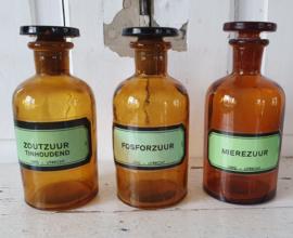 Hoe 'ZUUR' wil je het hebben? Oude flesjes Fosfor- Mieren -en Zoutzuur