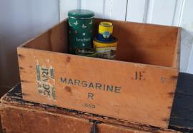 Oude MARGARINE kist met zegels Nederlandsche Zuivelcentrale. Ca. 1940-45