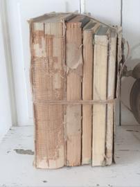 Stapel oude sleetse boeken