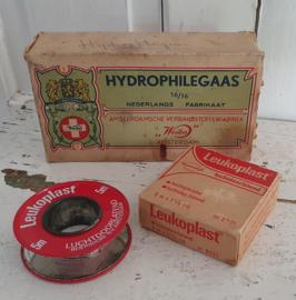 Oud doosje LEUKOPLAST en doos Hydrophilegaas WEIKA, Amsterdam