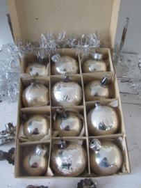 Doos met 12 stuks Oude/antieke kerstballen in originele doos met deksel. - F