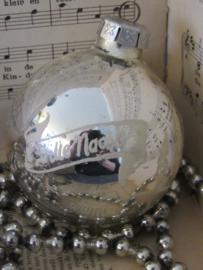 Oude/antieke kerstbal: Met tekst 'Stille Nacht - Heilige Nacht'. G.D.R.