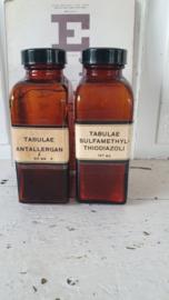 Set van 2 stuks oude Tablettenpotten met bakelieten dop. TABULEA ANTALLERGA / SULFAMETHYL THIODIAZOLI
