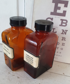 Set van 2 stuks oude Tablettenpotten met bakelieten dop. TABULEA CHINIDINI /FERRONICUM