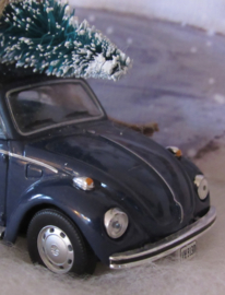 VW Beetle - Kever met borstelboompje: Bringing Home the Christmas Tree'.