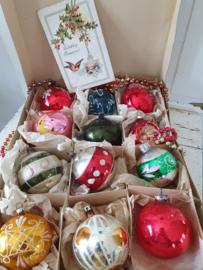 12 Prachtige oudjes in doos met deksel + antieke kerstkaart