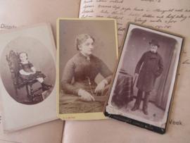 set van 3 CDV's - Cartes de Visite - uit ca. 1900 - 1