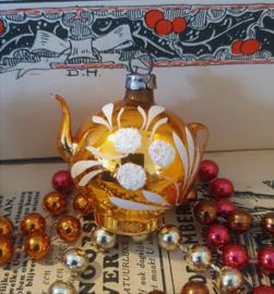 Oude/antieke kerstbal: Prachtig theepotje in oud goud met deco