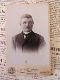 Ietwat verschrikte Heer? ... CDV - Carte de Visite. ca. 1900