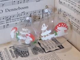 Set van 2 Transparante oude/antieke kerstballen met paddenstoelen&kerstbomen. G.D.R.