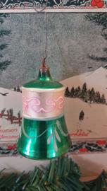 Antieke kerstbal: prachtig gedecoreerde klok met klepel. Aan oud hangertje