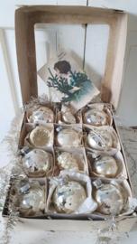 12 stuks mooie oudjes in doos met vensterdeksel. + antieke kerstkaart ca. 1920