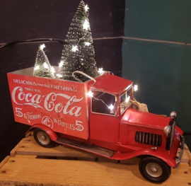 DELIVERING THE CHRISTMAS TREES ... Grote COCA COLA VAN, met gratis Borstelbomen!