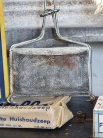 Oude ZEEPKLOPPER + stuk Sunlight zeep