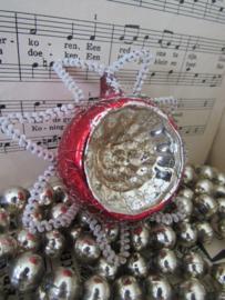 Oude/antieke kerstbal: Deukbal Ster van Bethlehem. Met chenille en leonisch draad