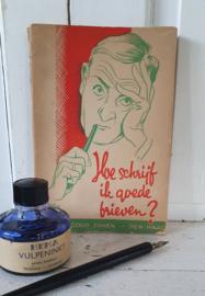 Ca. 1950: Boek 'Hoe schrijf ik goede brieven' (prachtige teksten) + oud flesje HEMA inkt + kroontjespen