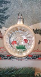 Antieke kerstbal: Prachtige deukbal met paddenstoeltjes in de deuk!