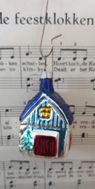 Oude kerstbal: Lief huisje met deuren en ramen rondom