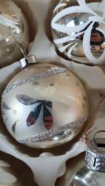 5 prachtige oude, kleine kerstballen in doos met deksel
