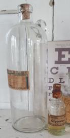 Uit de oude Drogisterij: Prachtige grote glazen kruik/fles met oor. Drogisterij 'De Zwijger'
