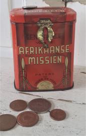 Antiek Missiebusje/collectebus: Éen offertje voor de Afrikaanse Missieën. Paters van Cadier en Keer