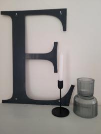 Grote stoere metalen letter E