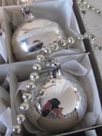 Doos met 12 stuks oude kerstballen. Prachtig gedecoreerd!