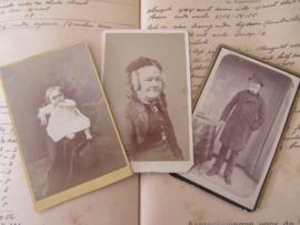 set van 3 CDV's - Cartes de Visite - uit ca. 1900 - 4