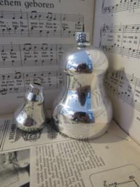 Oude/antieke kerstbal: GROTE KLINGELENDE KLOK met klein kerstballetje als klepel. 12cm. hoog!  G.D.R.