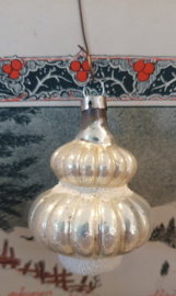 Oude/antieke kerstbal: Lampion in parelmoer, besuikerd. Czechoslovakia