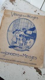 Antiek: 'Versjes en Wijsjes ... voor jongens en meisjes'; een boekje met bladmuziek, uitgegeven door N.V. De LEVER's Zeep Maatschappij. Met reclame! - C